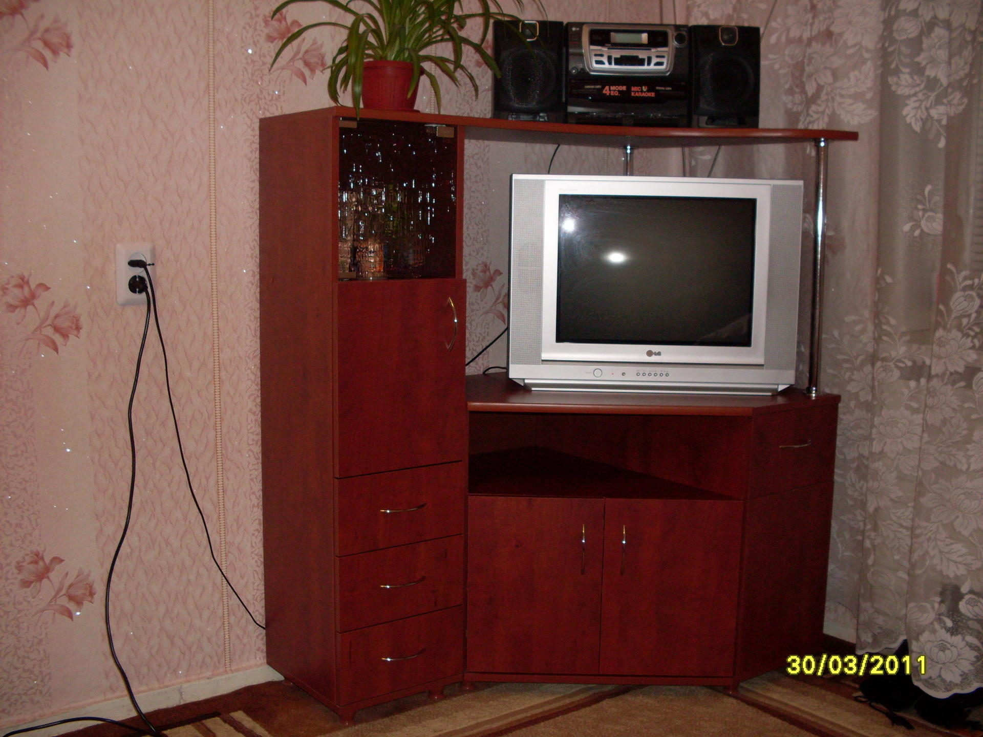 Угловой шкаф под телевизор фото