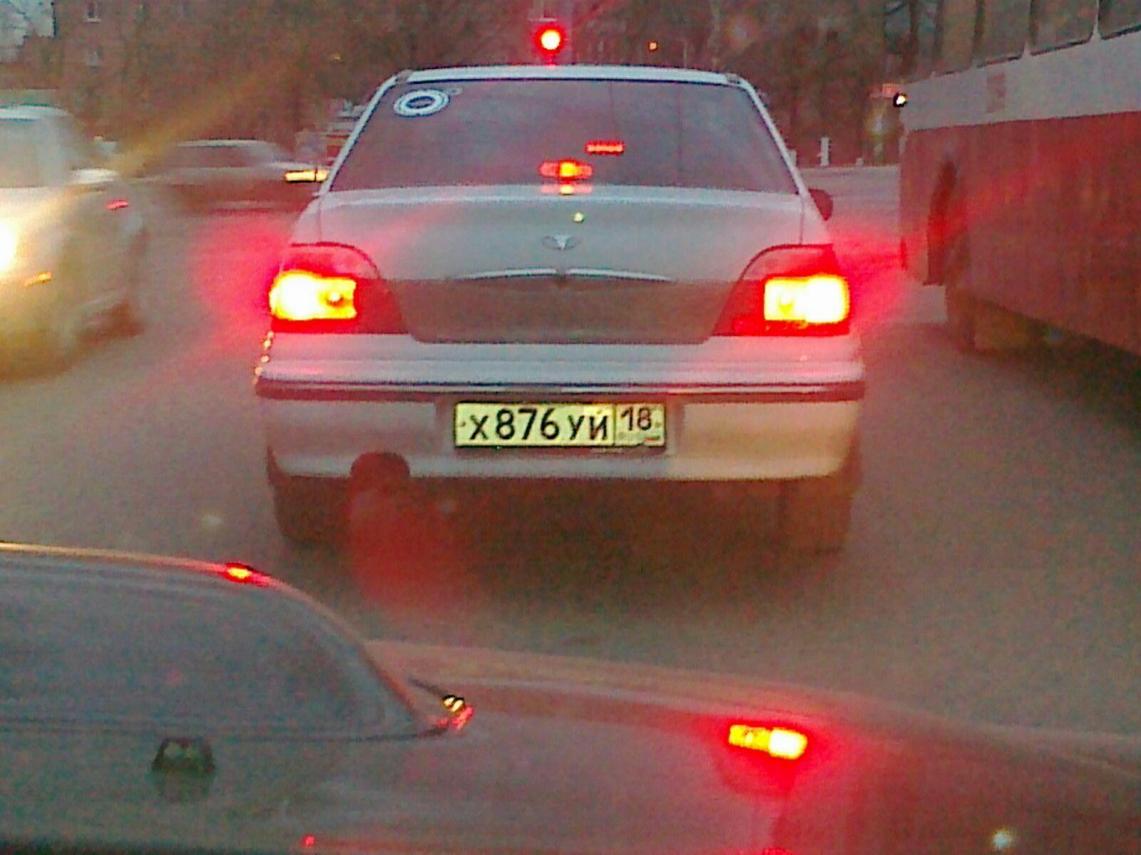 Машина с номером хуй