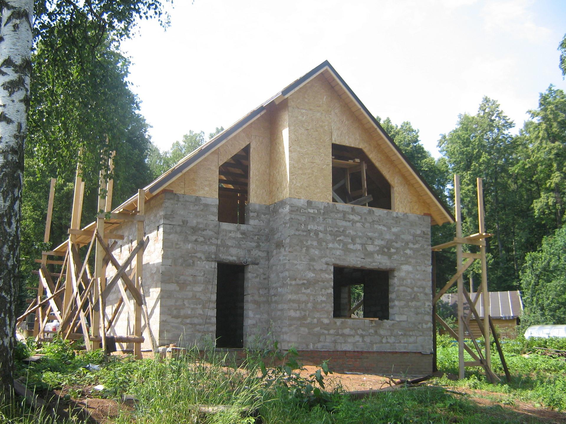 фото домом из пеноблока с ломаной крышей
