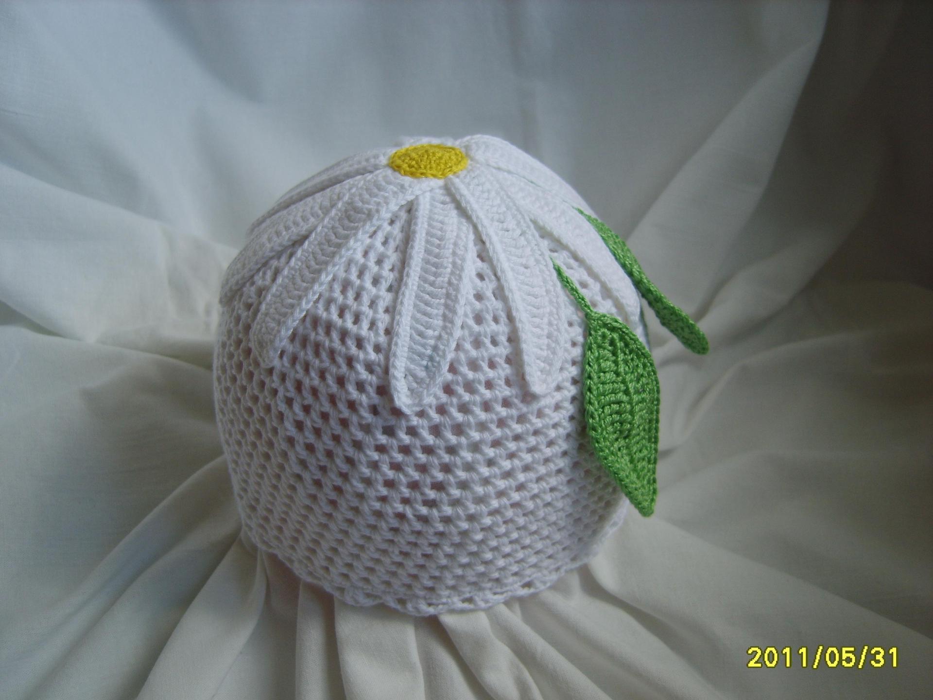 Вязание крючком ромашка на шапке