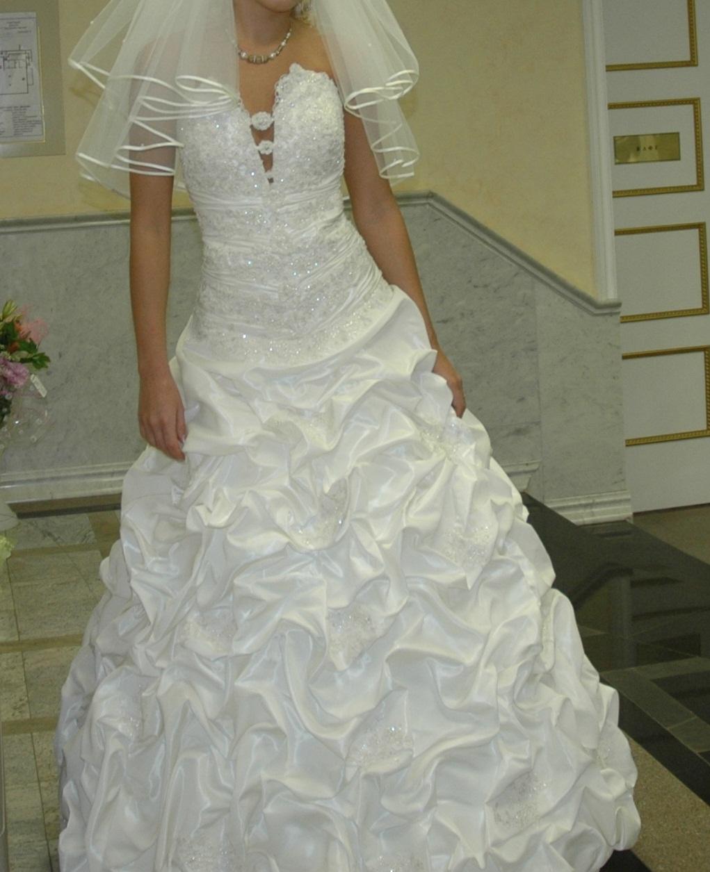 ЧЕРНАЯкошка 05-04-2011 22:18 Куплю свадебное платье не пышное по такой с
