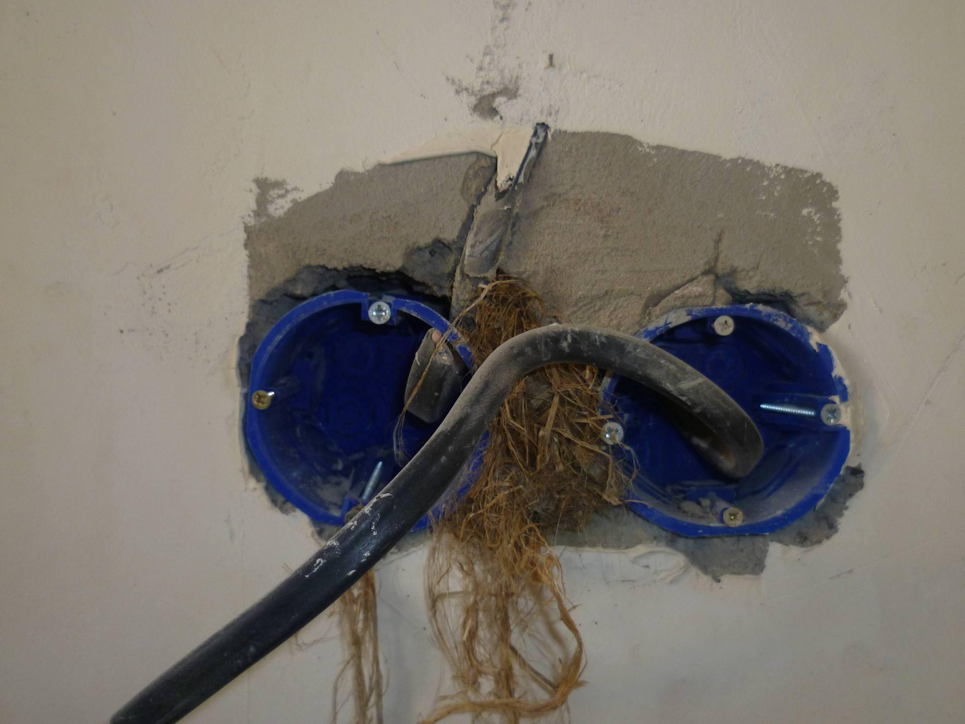 Как сделать розетку в стене из блоков