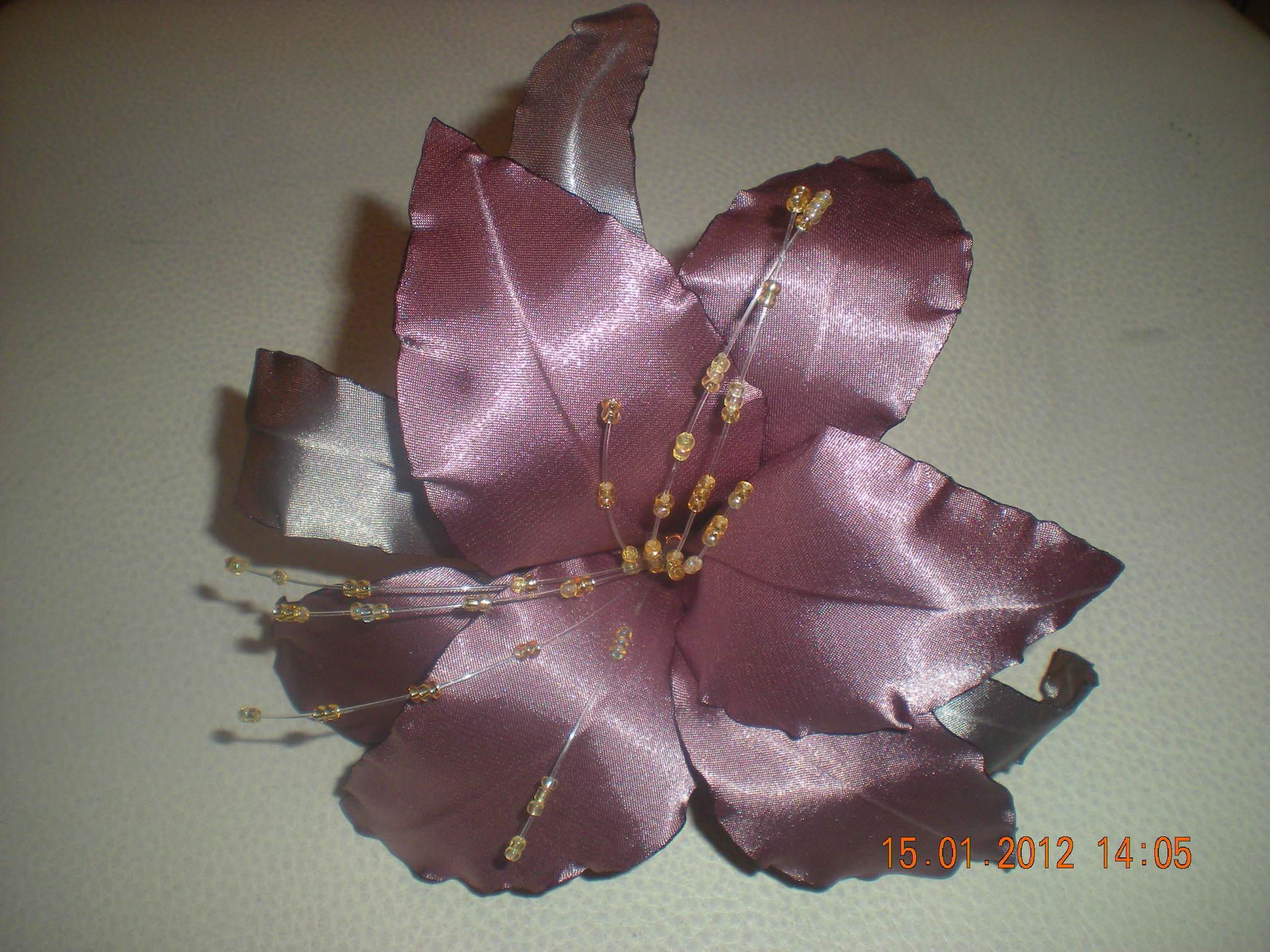 Лилии из атласных лент своими руками. Мастер-класс 65