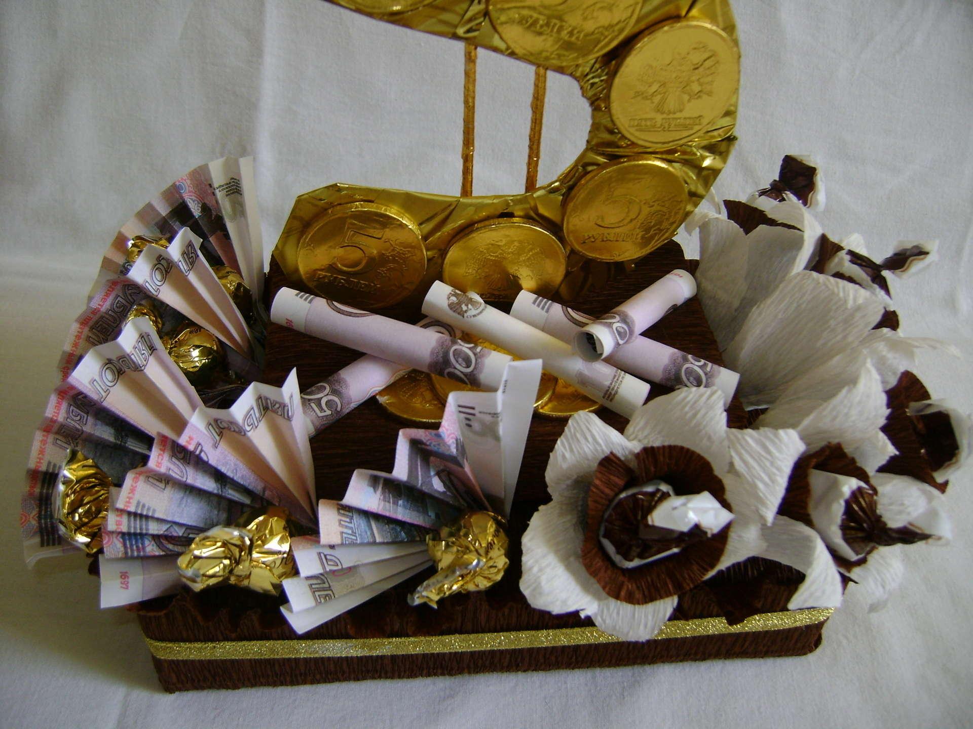 Подарки из конфет для мужчины на день рождения