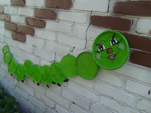 Поделки для сада своими руками крышки от пластиковых бутылок
