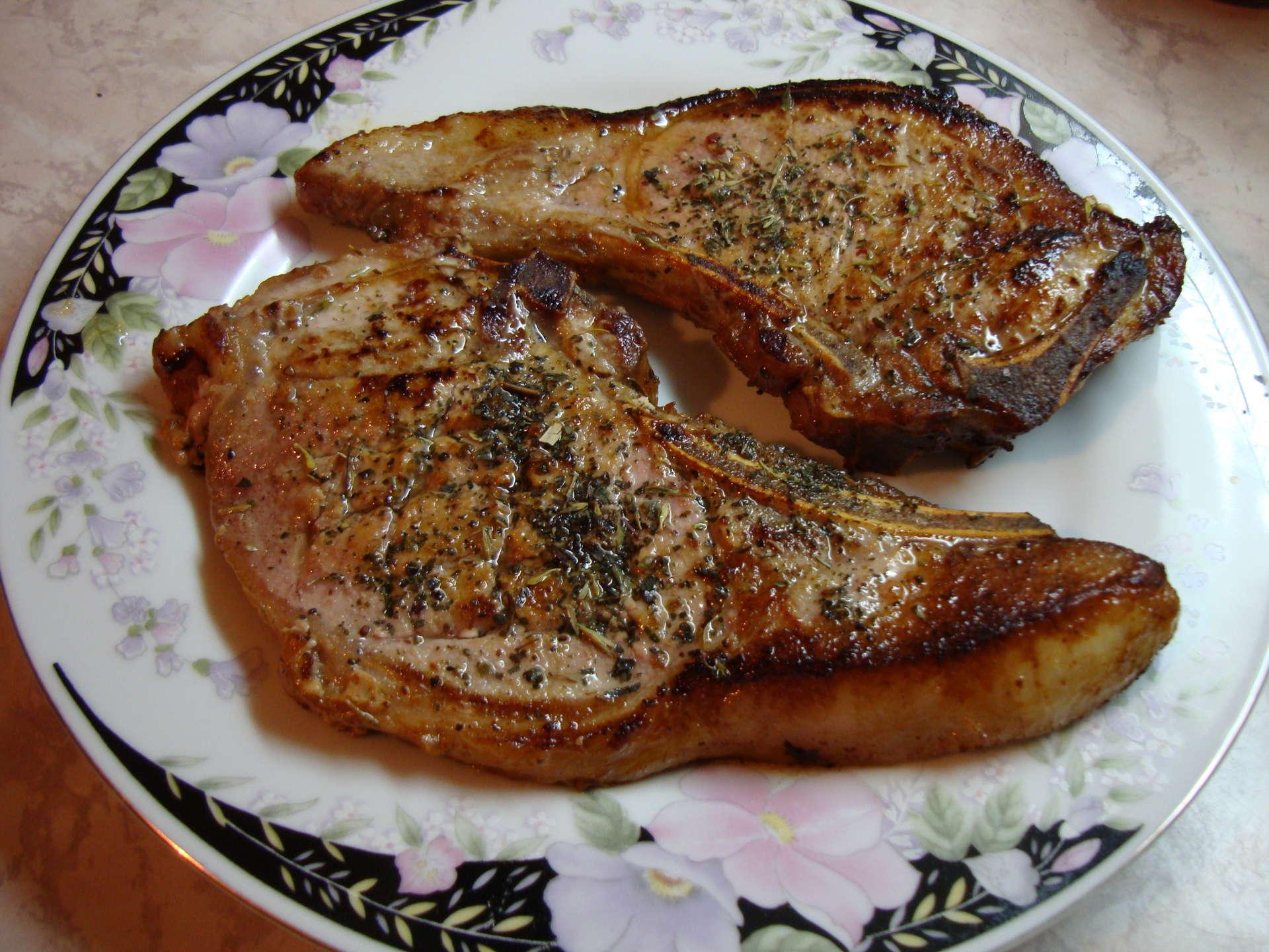 Котлета на косточке из свинины на сковороде рецепт с пошагово