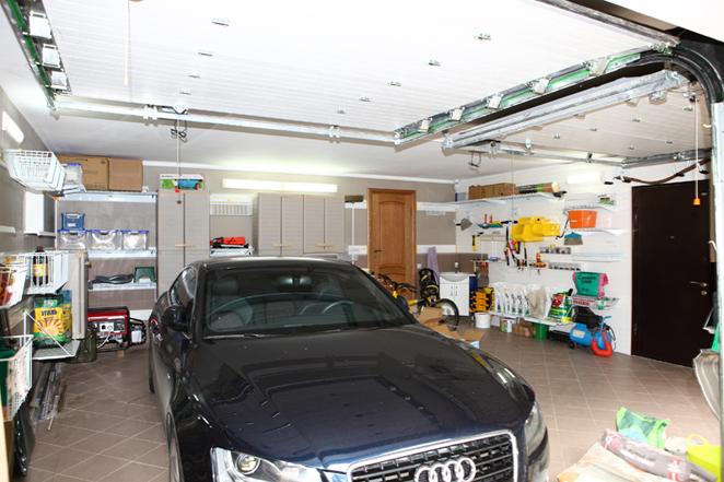 На последнем этапе обустройства гаража следует подумать и о мебели, ведь в гараже хранится достаточно много вещей...