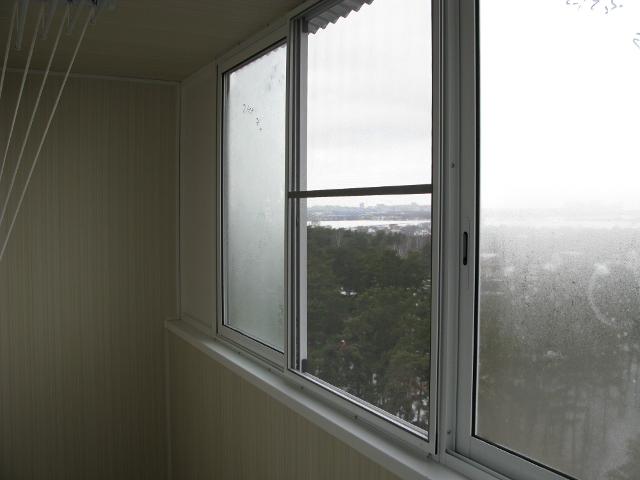 Как установить москитную дверь на балкон..