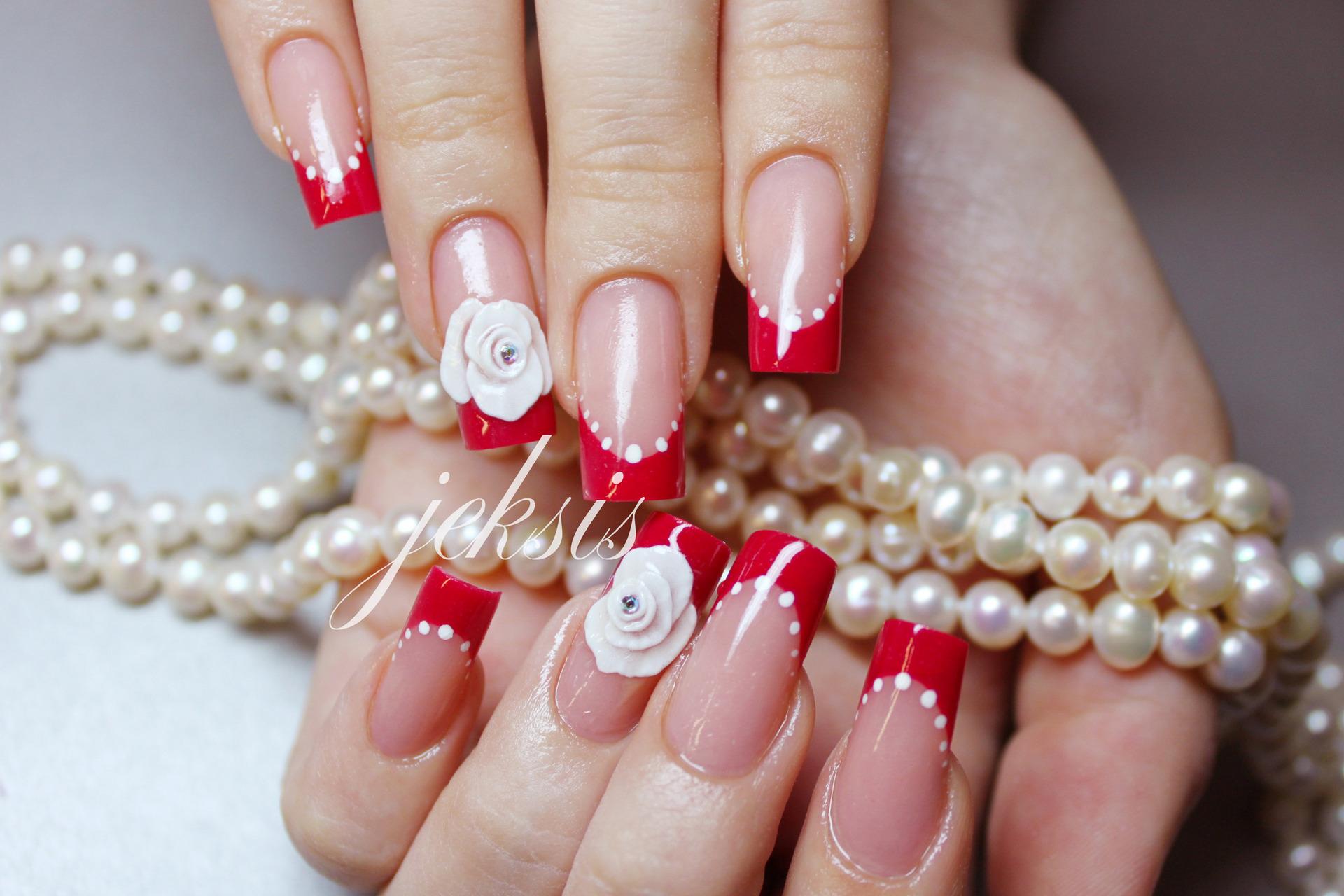 Свадебный маникюр красный с белым