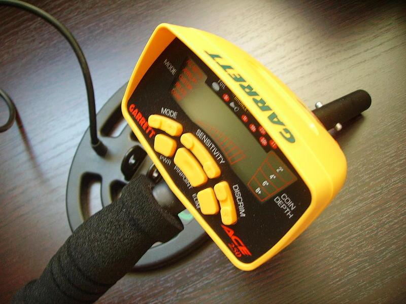 Продам новый металлоискатель Garrett ACE-250 (металлодетектор) Прибор прост в управлении.