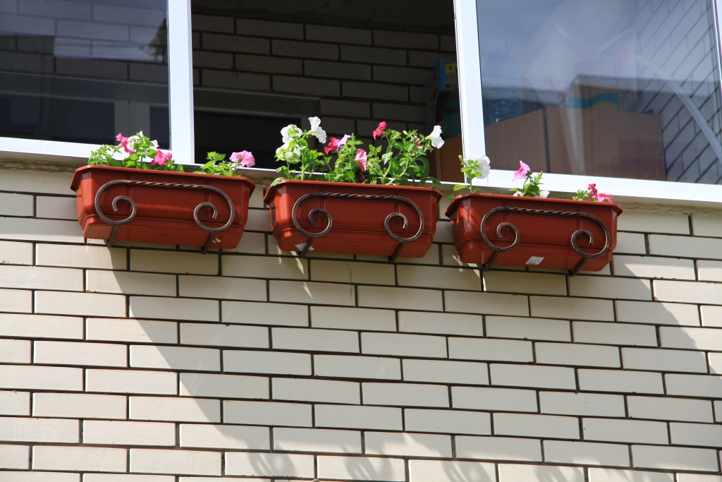 Ящики на балкон для цветов.