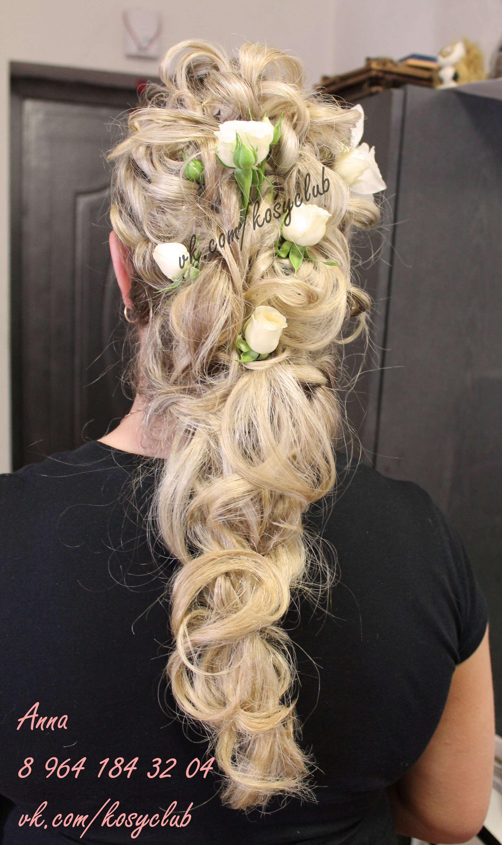 Прическа на свадьбу коса с цветами