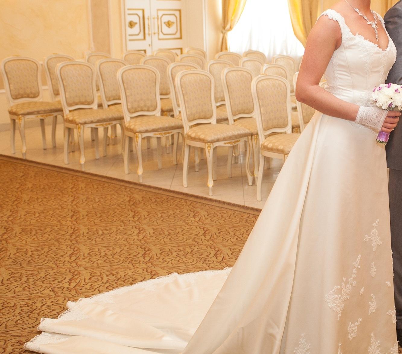 Шлейф к свадебному платью