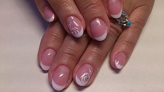 Прозрачный маникюр гель лаком на короткие ногти