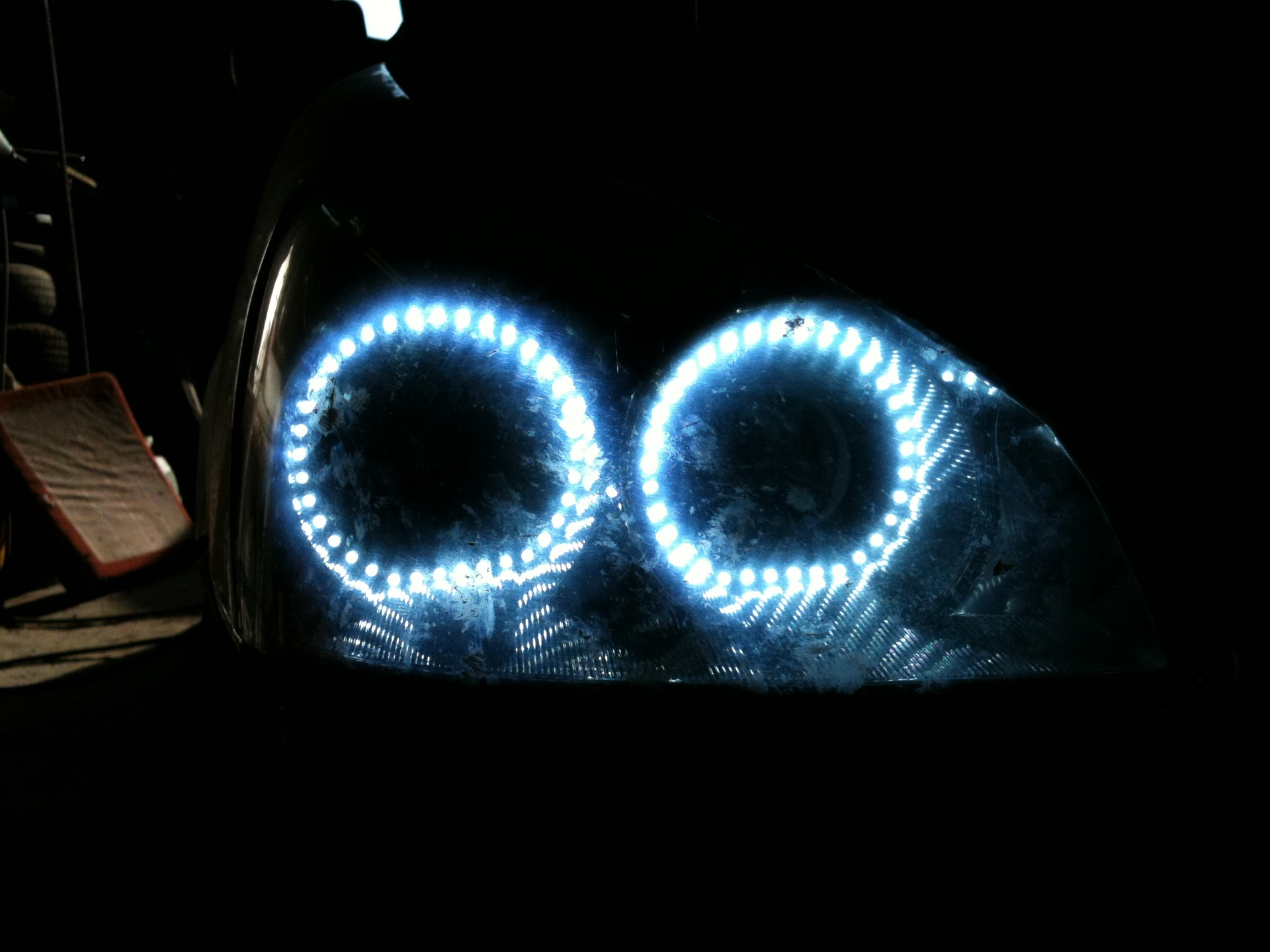 Ангельские глазки из светодиодной ленты своими руками