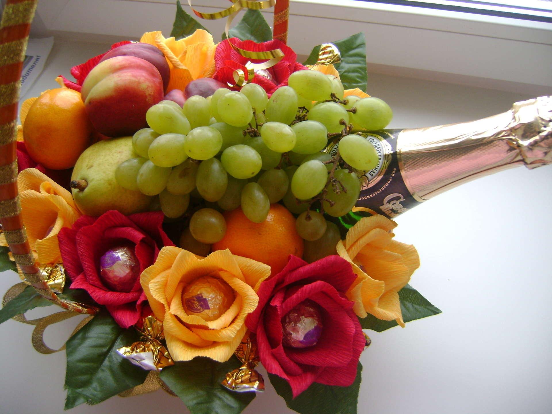 Букеты из фруктов и сладостей своими руками