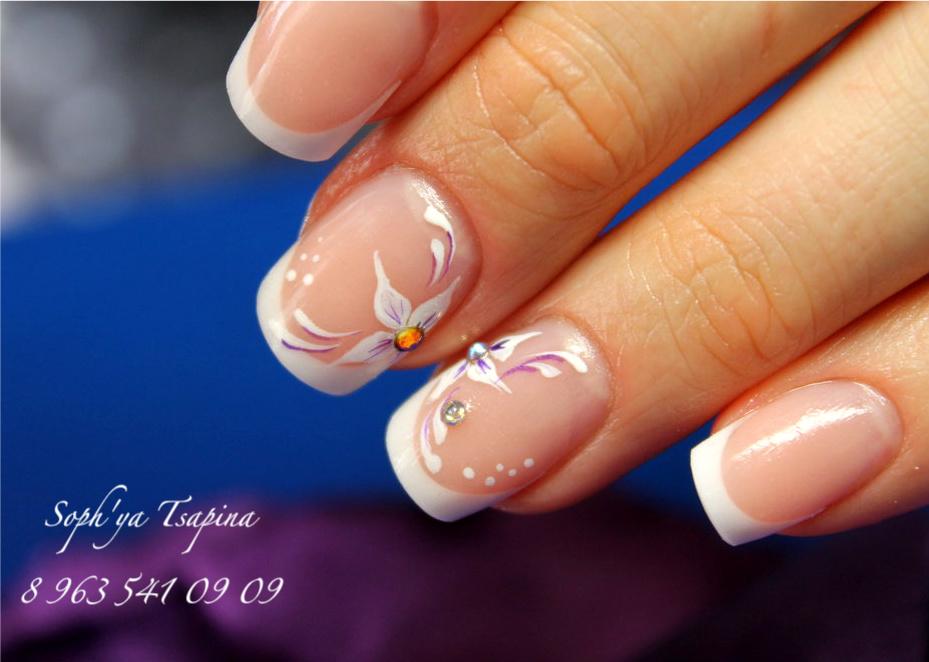 Нежный рисунок на гелевых ногтях