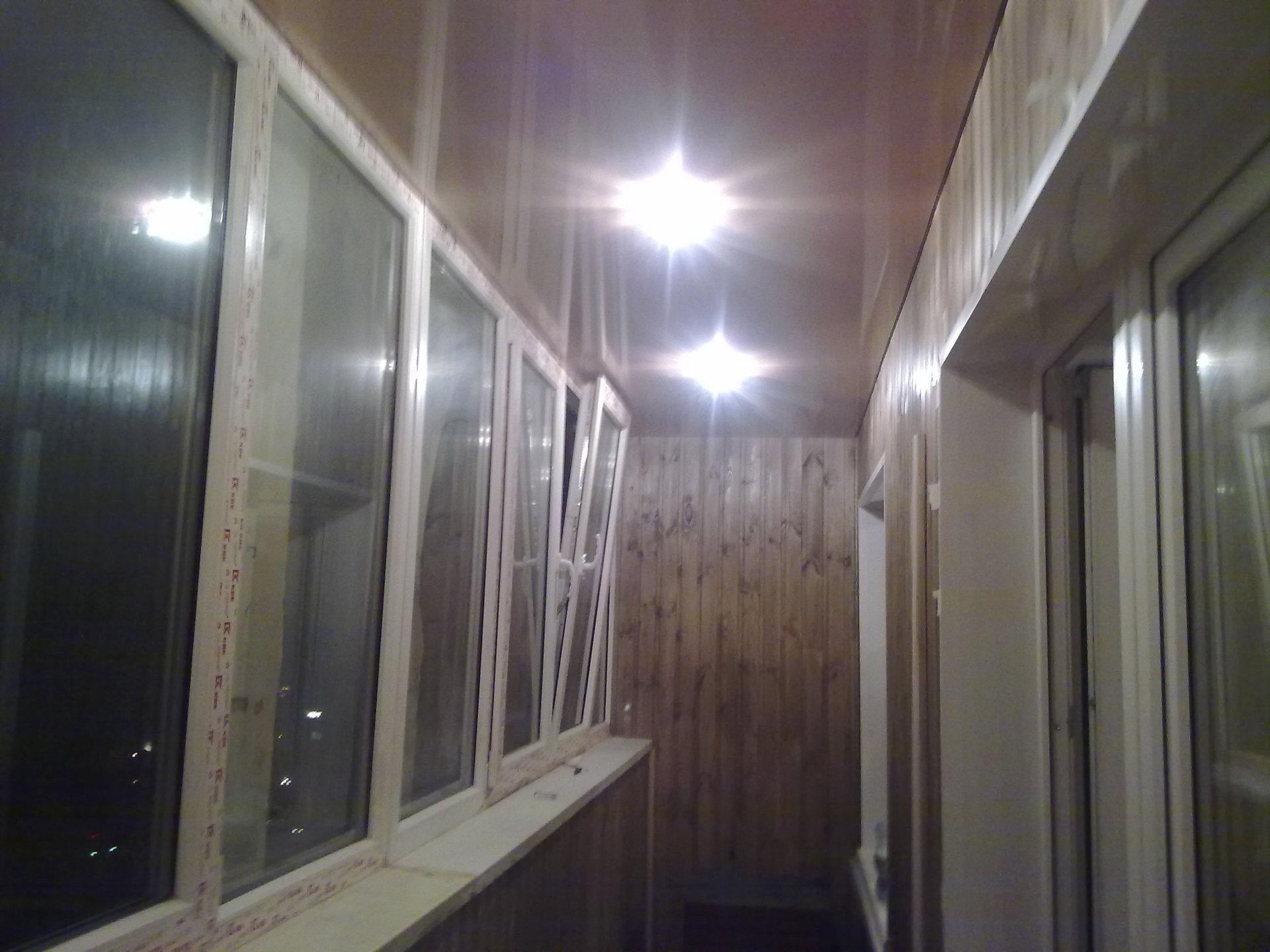 Натяжной потолок на балконе и лоджии: его свойства и советы .