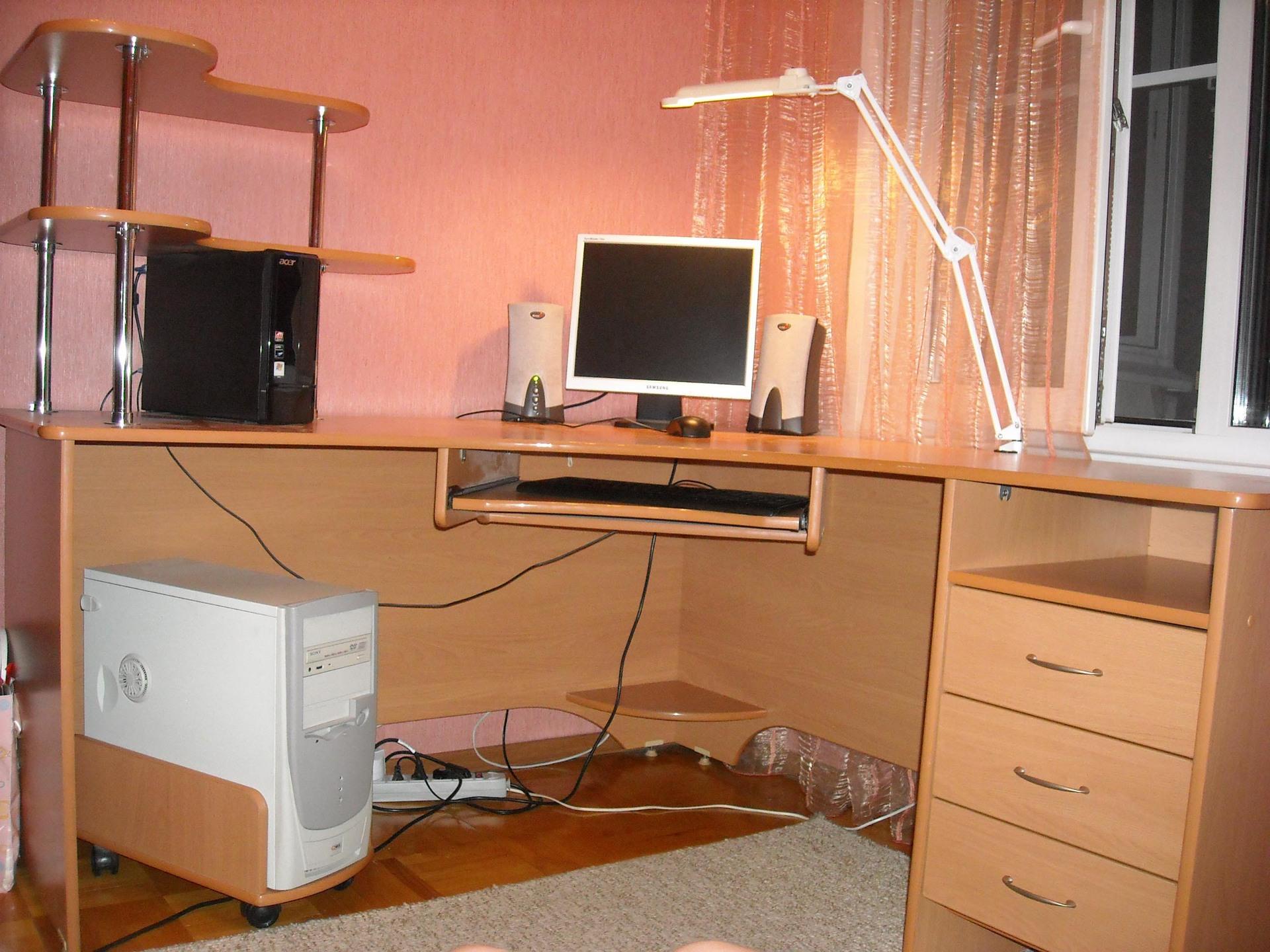 Офис -компьютерные и письменные столы -наши работы.