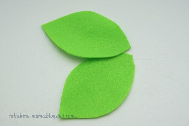 На листиках делаем прожилки: я нарисовала акриловой краской.  Так же прожилки можно вышить нитками или бисером.