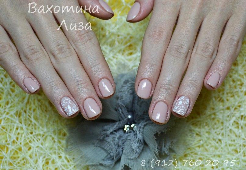 Акрил на коротких ногтях