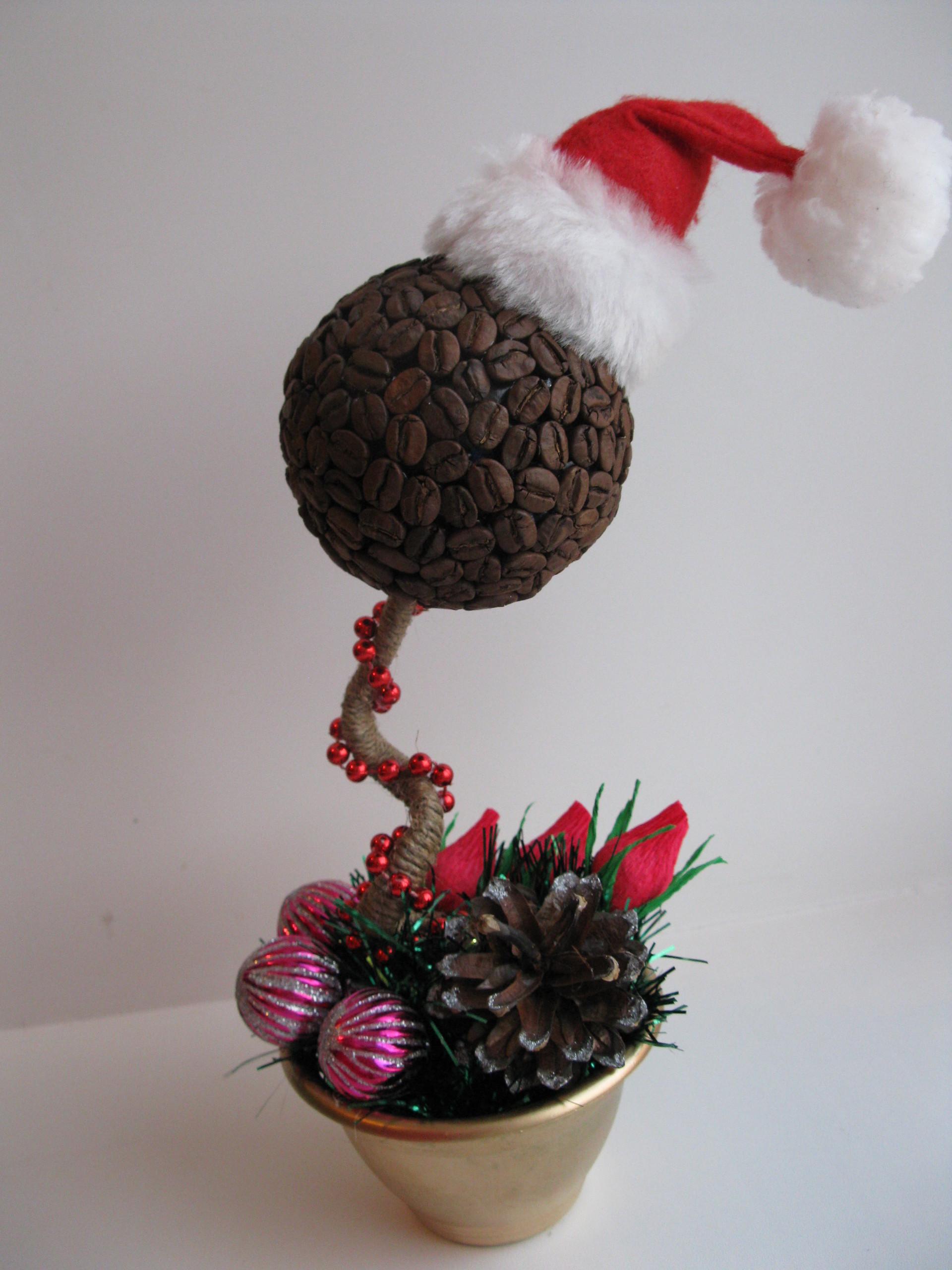 Новогодние топиарии из конфет своими руками