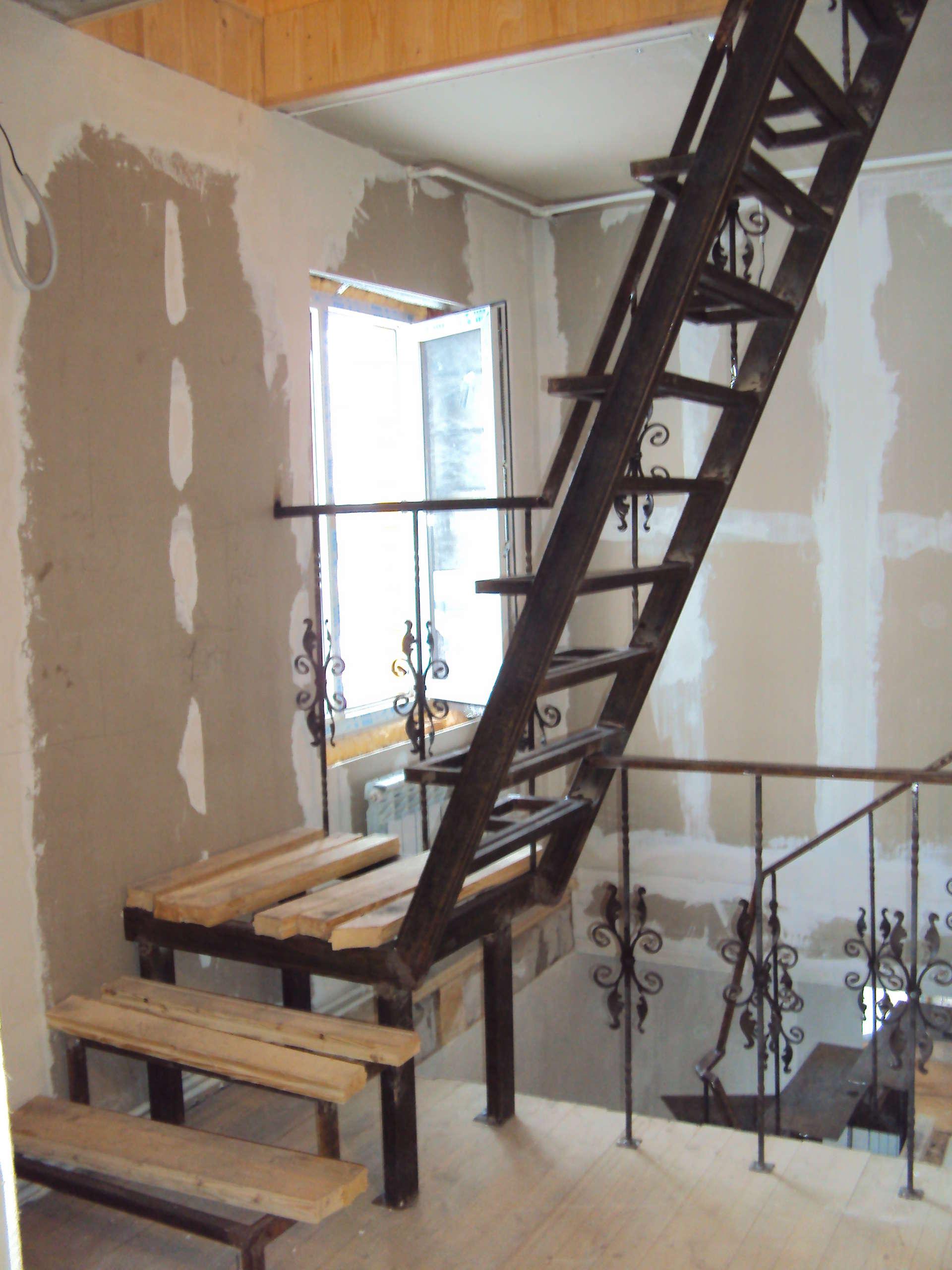 Сварная лестница в доме своими руками