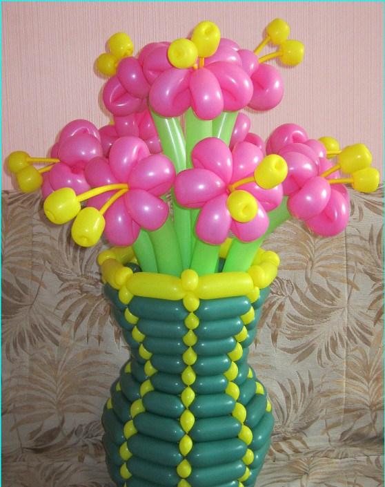 Как сделать цветы с вазой из шаров