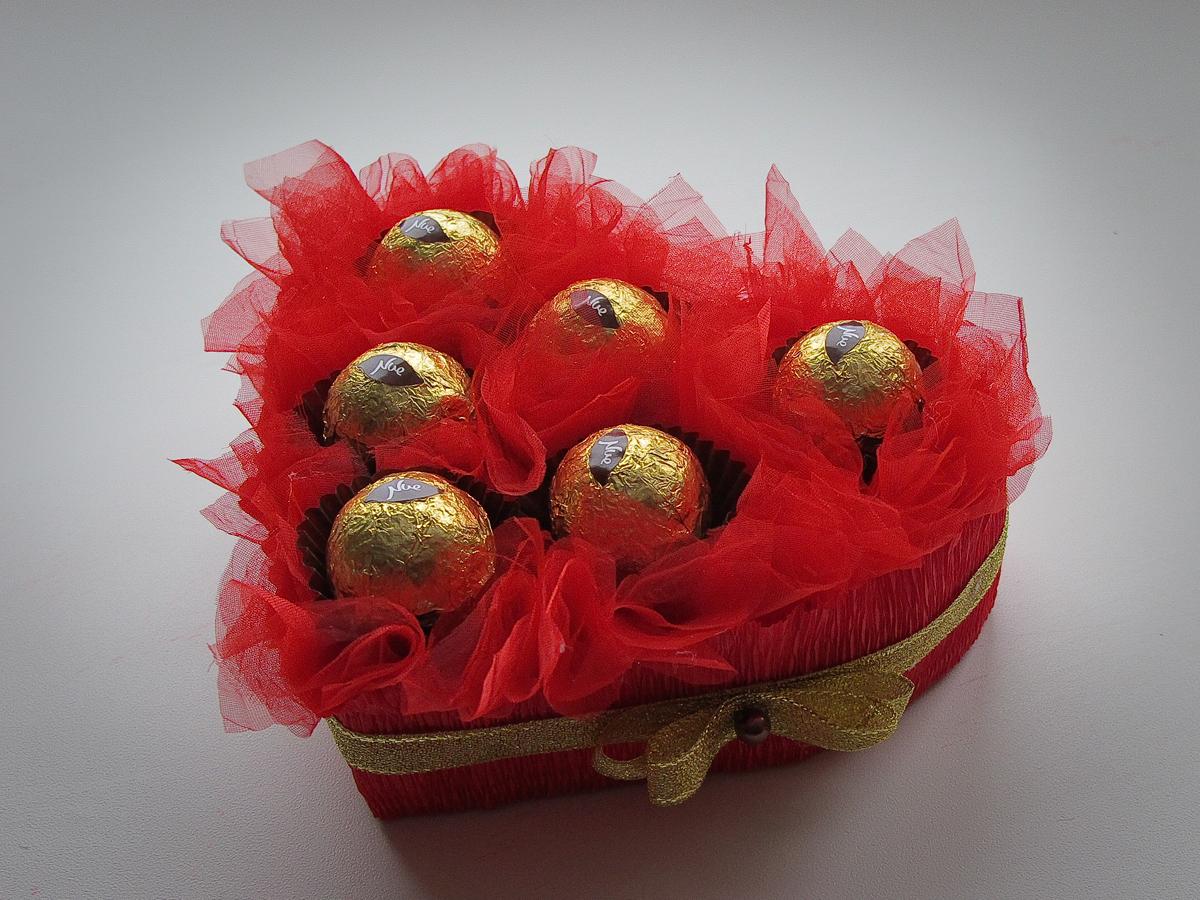 Делаем подарки из конфет своими руками