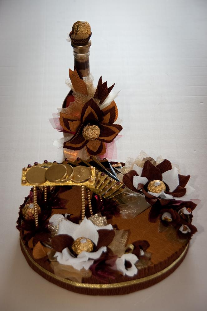 Подарок своими руками из конфет и бутылки коньяка 73