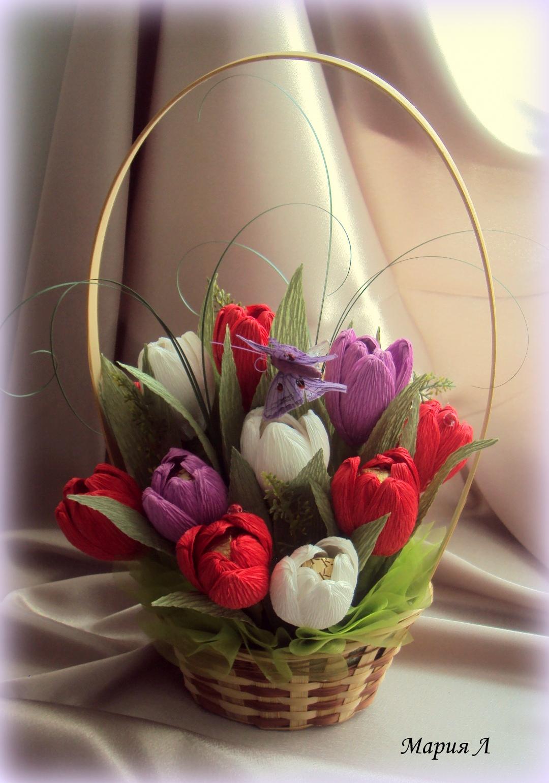 Корзина с цветами из атласных лент и конфетами своими руками