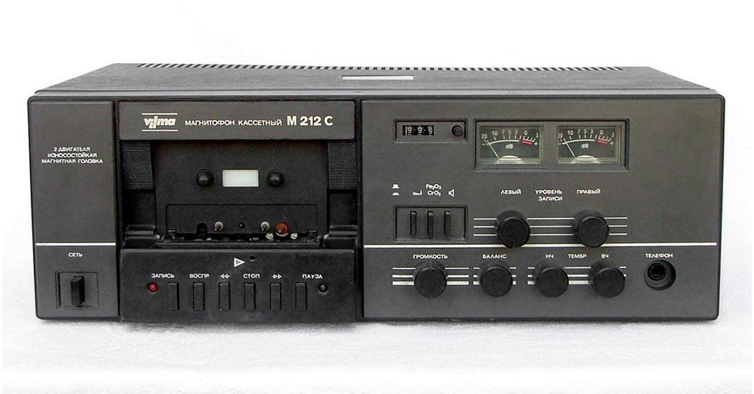 Магнитофон ''Вильма М-212-стерео'' .