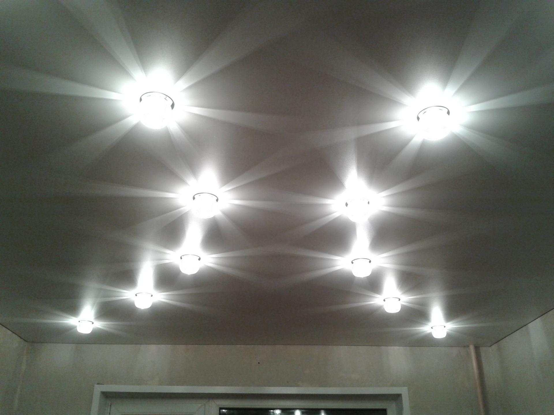 Схема расположения ламп на натяжном потолке