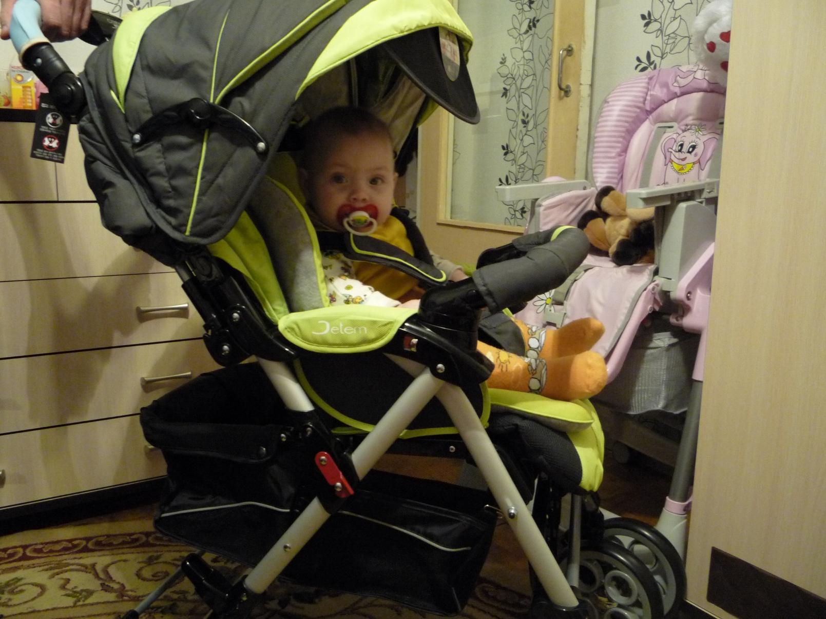 Фото ребёнка в коляске