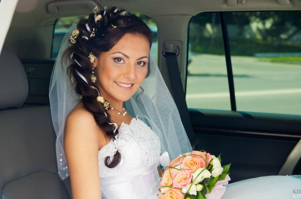прически на свадьбу с тресами
