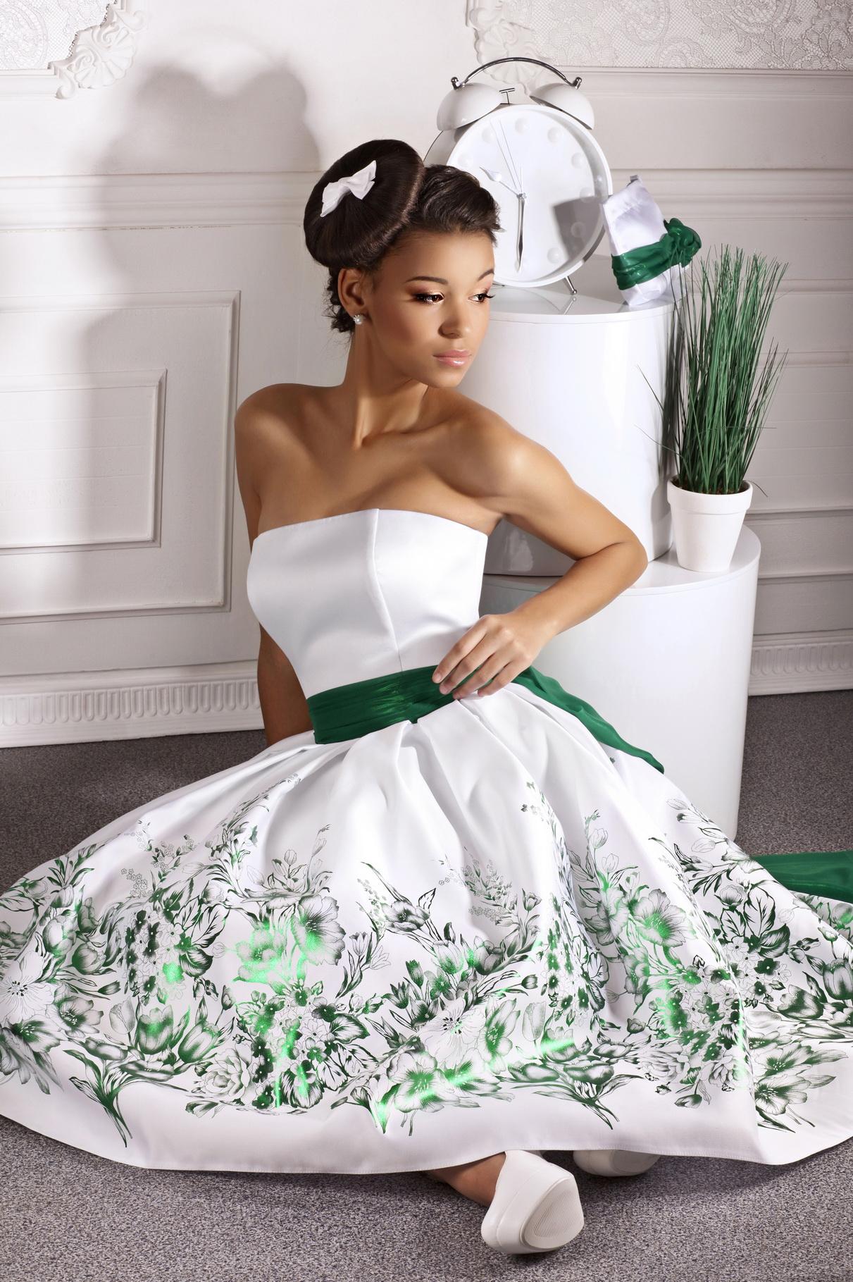 Короткое цветное свадебное платье