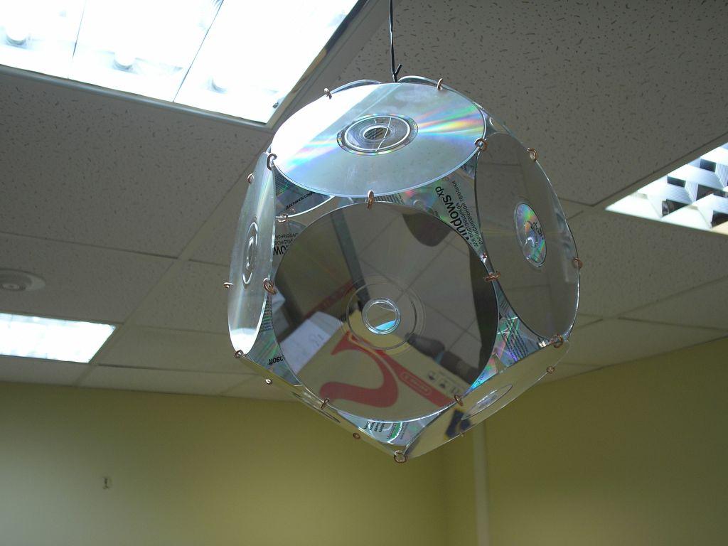 Как сделать люстру из дисков своими руками