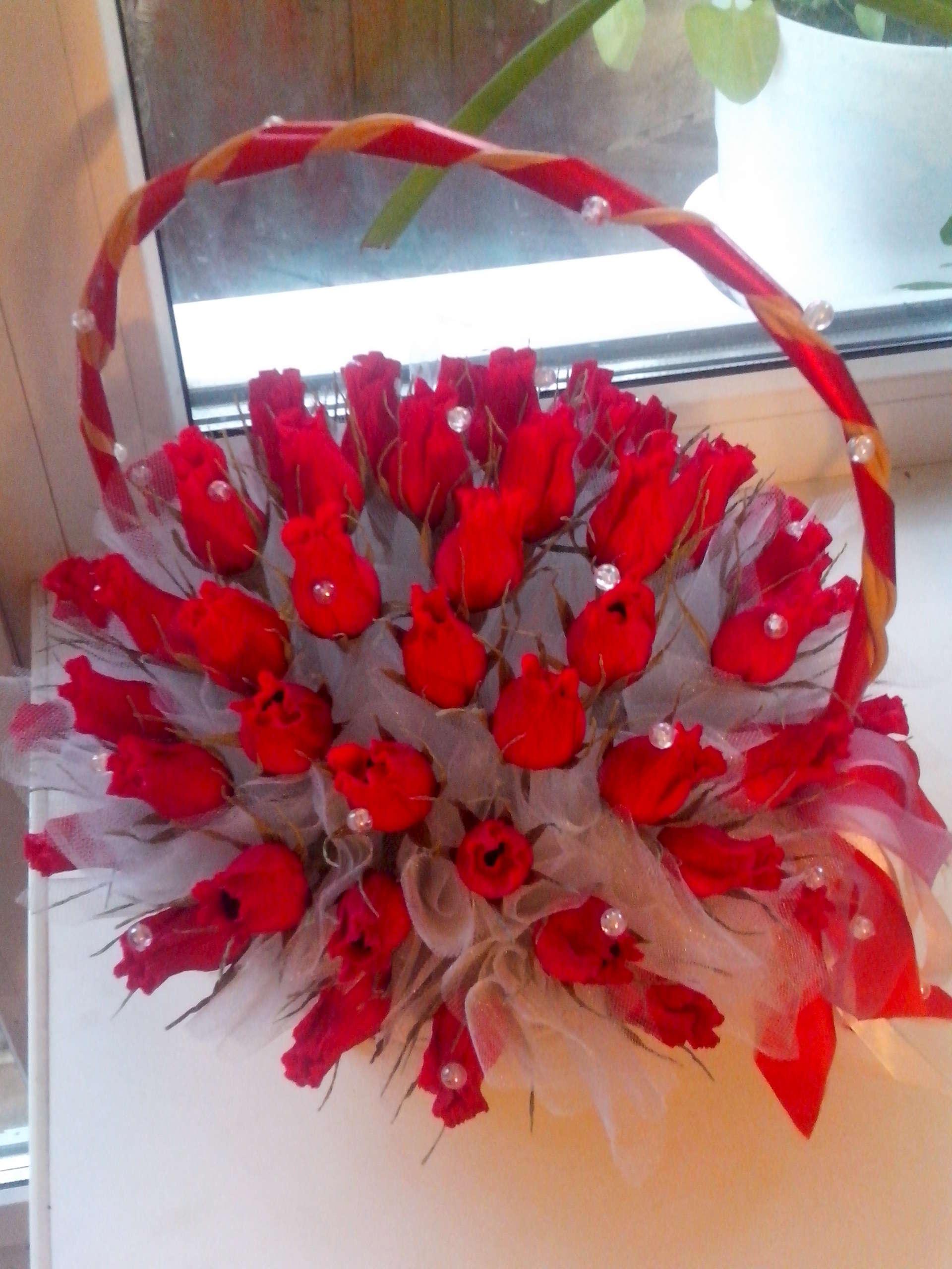 Подарок из конфет на юбилей 55 лет женщине