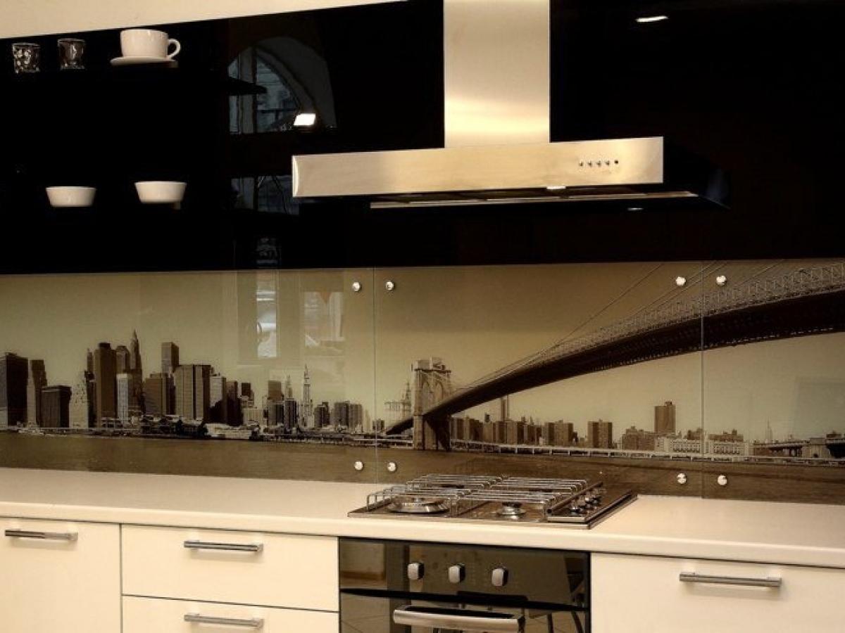 Скинали не ограничиваются только, как рабочая поверхность для кухни