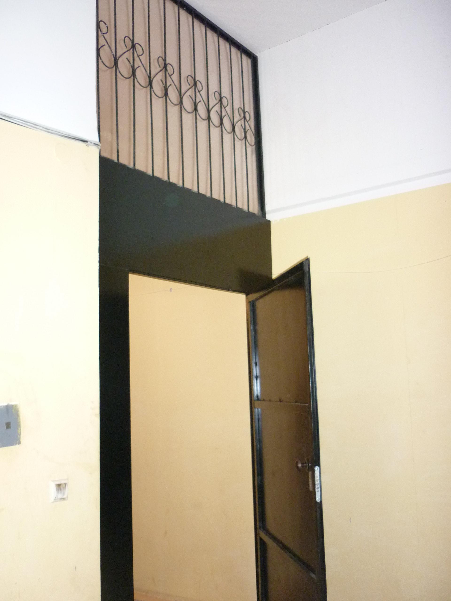 стальные двери для лестничнего тамбура