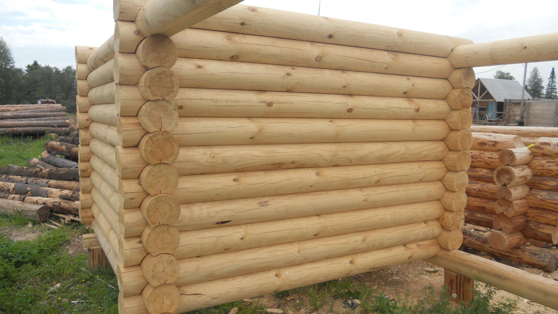 Rám z guľatého dreva
