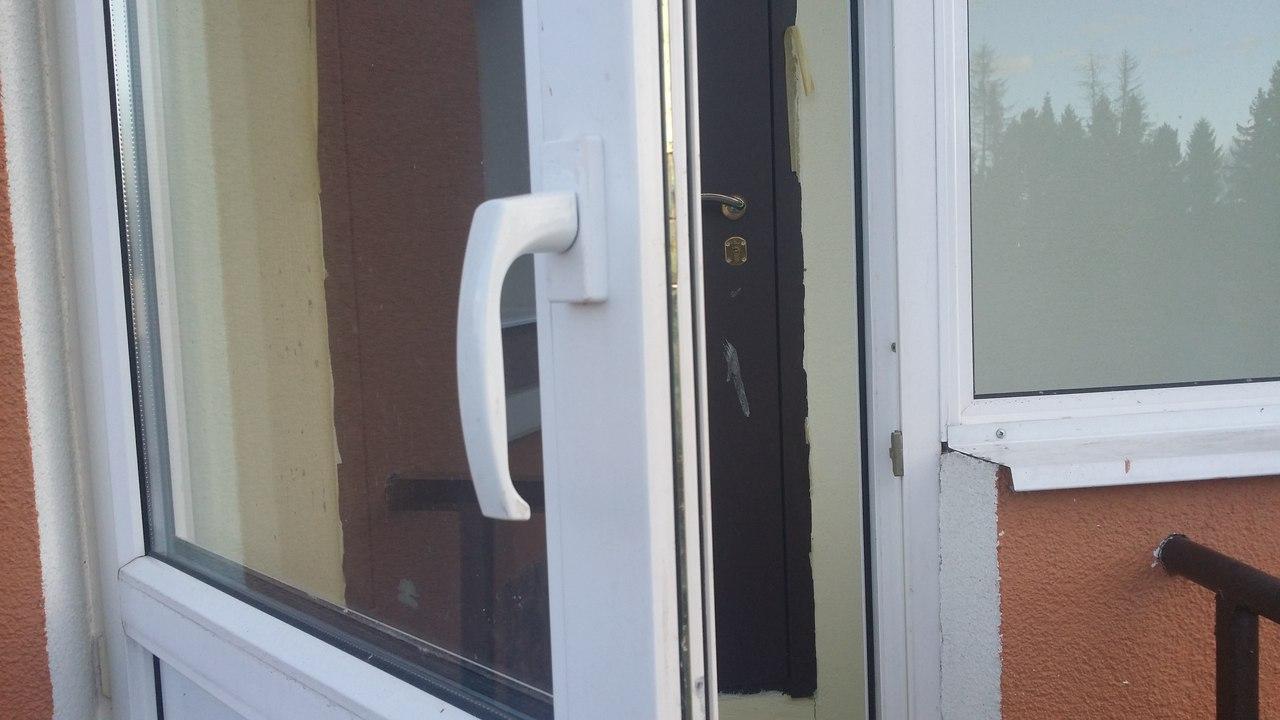 Как закрепить пластиковую дверь на лоджию.