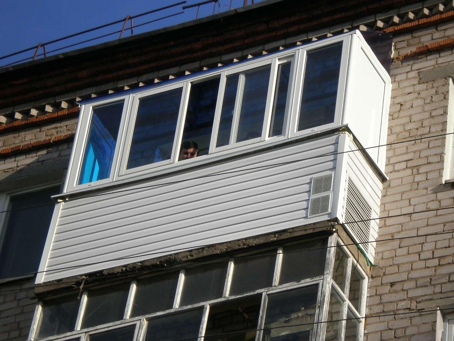 Раздвижное пвх остекление балкона..