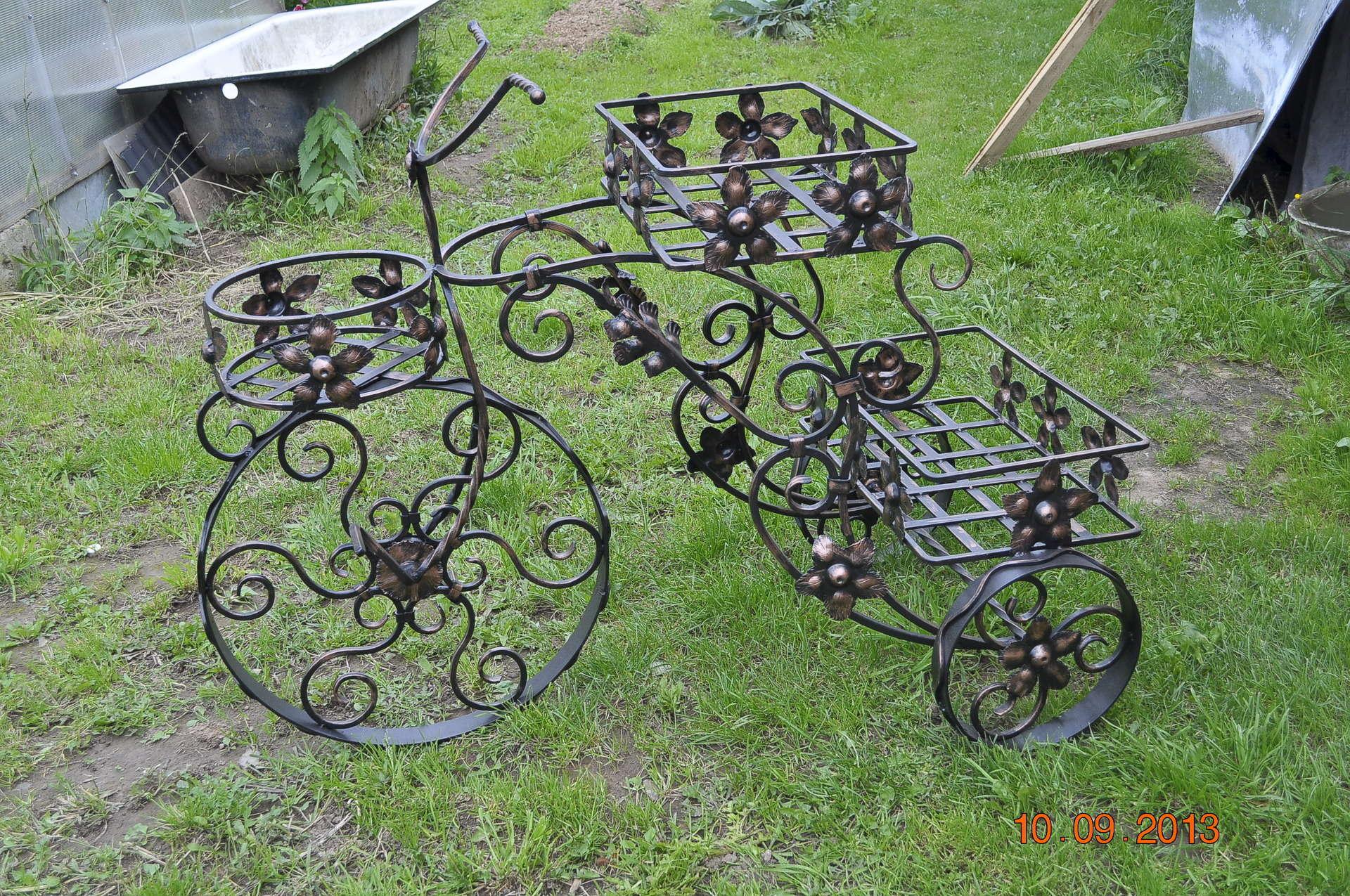 Подставки для садовых цветов из металла своими руками фото