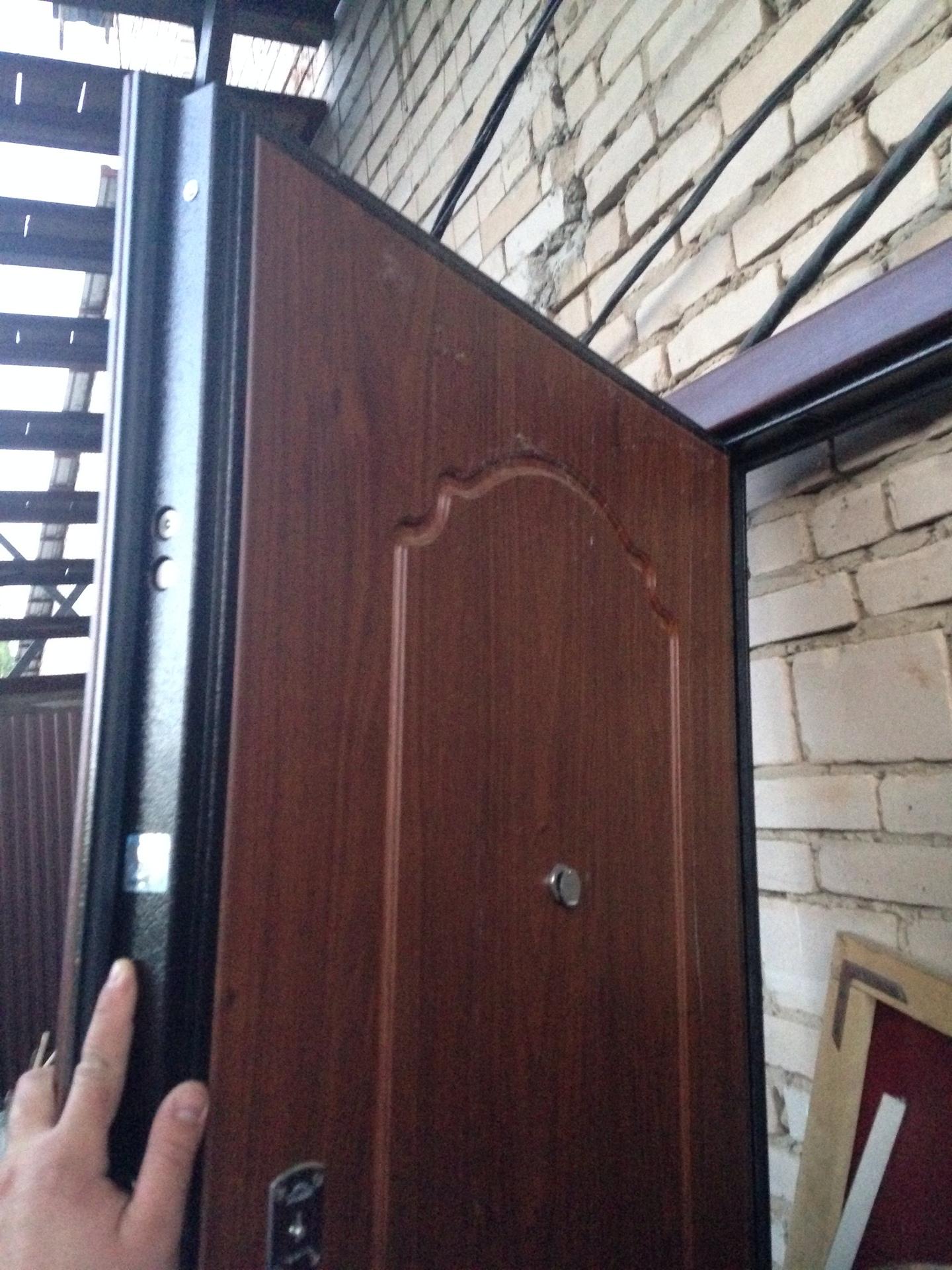 входные двери с дубовой отделкой