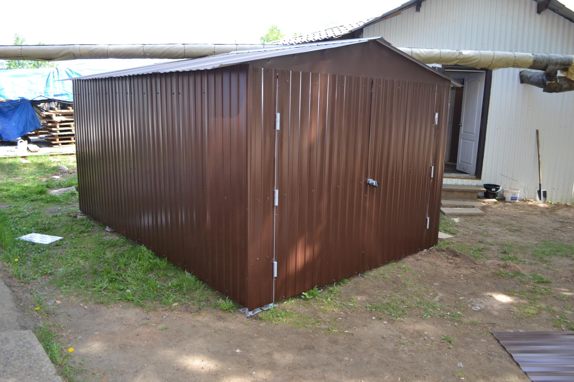Легкий гараж на даче своими руками