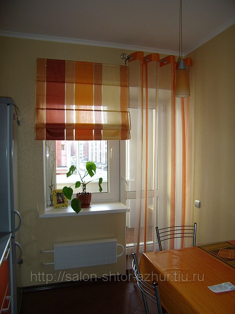 Шторы для кухни с балконной дверью - современные варианты.