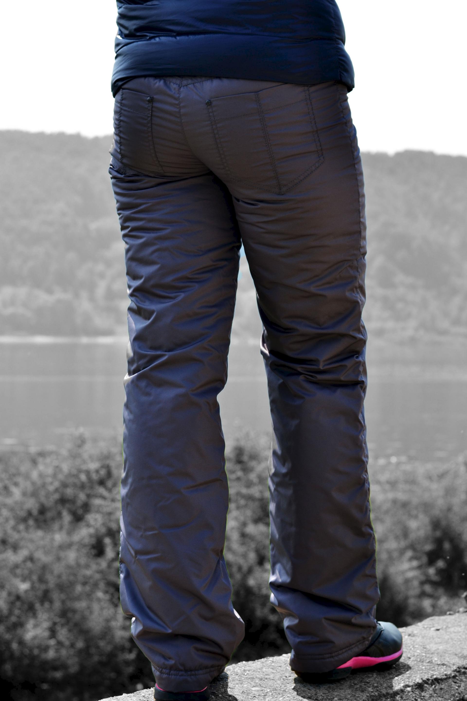 Фото женских поп в брюках 10 фотография