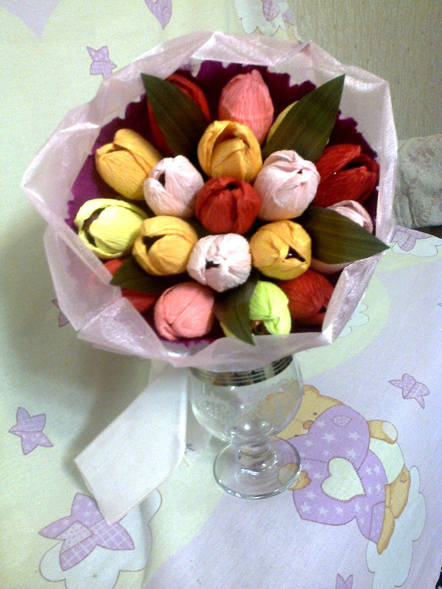 Букеты из конфет и фоамирана своими руками 16