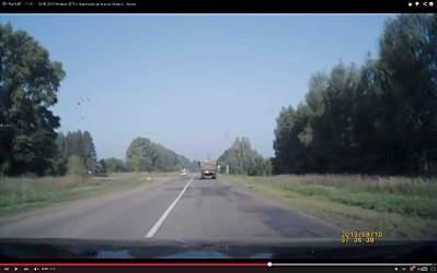 1680 X 1050 185.4 Kb 10.08.2013 Видео ДТП с трактором на трассе Ижевск - Азино